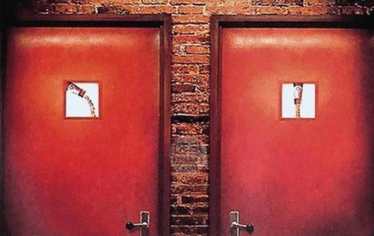 des pancartes de toilettes pleine d 39 originalit et vraiment dr les. Black Bedroom Furniture Sets. Home Design Ideas