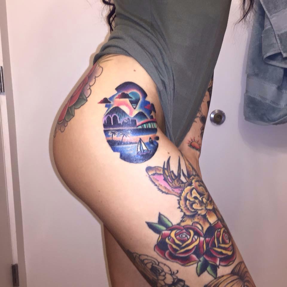 tatouage rose cuisse femme