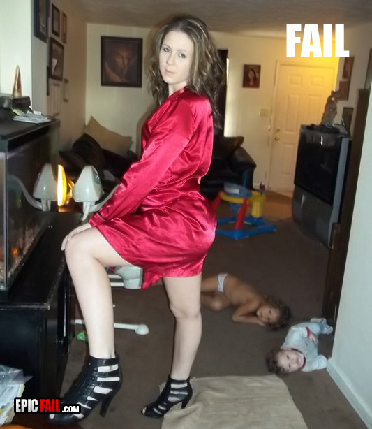 photo-fail-mom-babies-floor-13140103844
