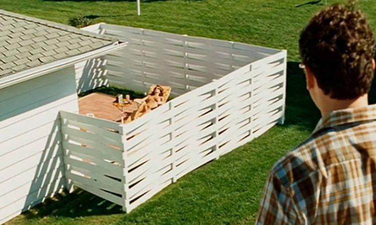 il tait en train de tondre sa pelouse et il fut distrait. Black Bedroom Furniture Sets. Home Design Ideas